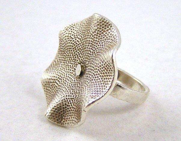 wavy ring1